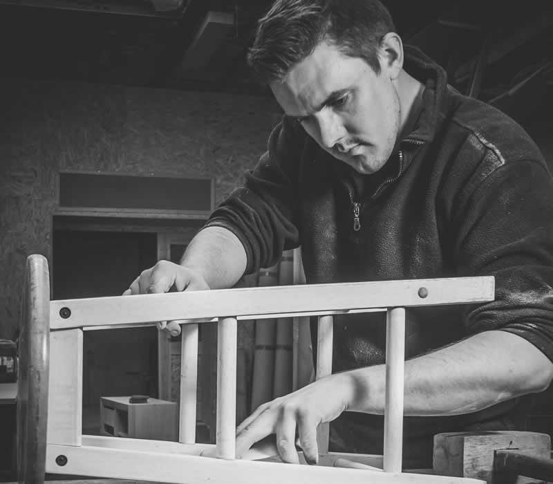 Rénovation chaise Atelier Ébénisterie parent